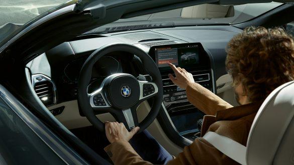 BMW 8er Cabrio Live Cockpit Professional mit touch- und Sprachsteuerung